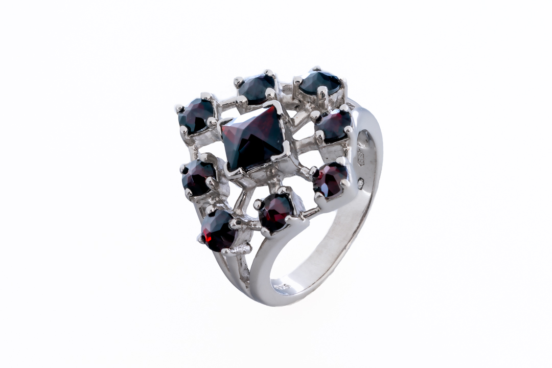 PomeGranat Jewelry collection - handcrafted sterling silver ring, enriched with garnet gemstones. 💍 #pomegranat #art #jewelry #jewellery #gallery #pomegranatgallery #artistic #boutique #jewelrygallery #jewelrystore #jewelryshop #jewelryart #jewelrydesigner #jewelrymaking #silver