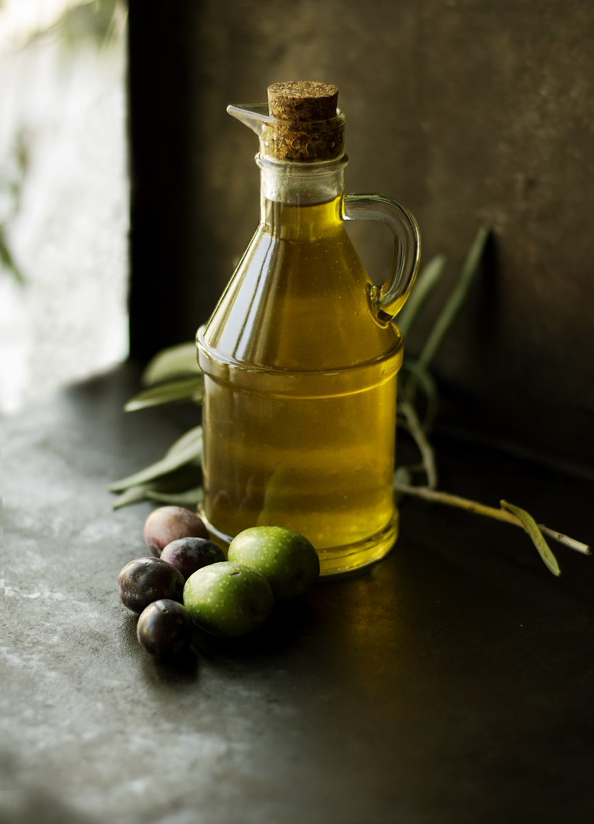 Extra Virgin Olive Oil is one of the healthiest vegetable oils on the market because it is packed with monounsaturated fats and antioxidants that are healthy for your heart and fight inflammation. #nutrition #hearthealth #healthyeating pic.twitter.com/hIaOEksKEQ