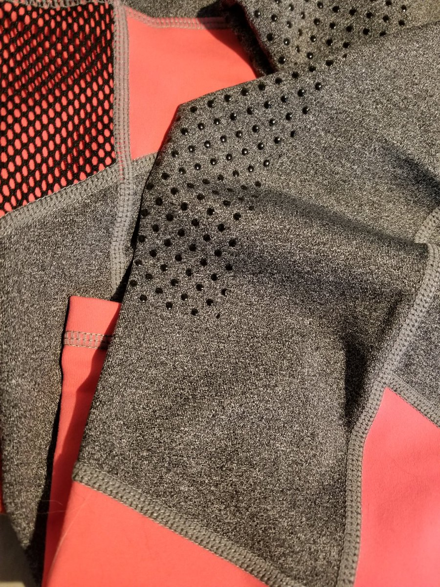 I can't say enough about these riding tights! I think a detailed review is in order... #equestrian #equinefashion pic.twitter.com/kDRvktzK6I