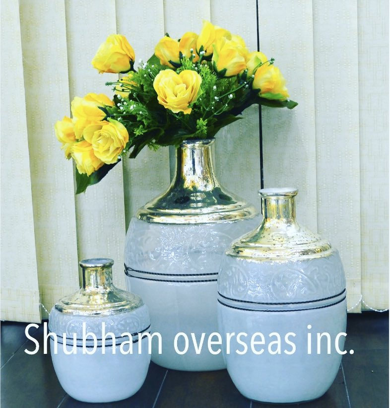 Beautiful #vases #homedecor #homesweethome #glassforsale #glass #handicraft #india #bottle #homeaccents . Shop this and for more visit @www.shubhamoverseasglass.com