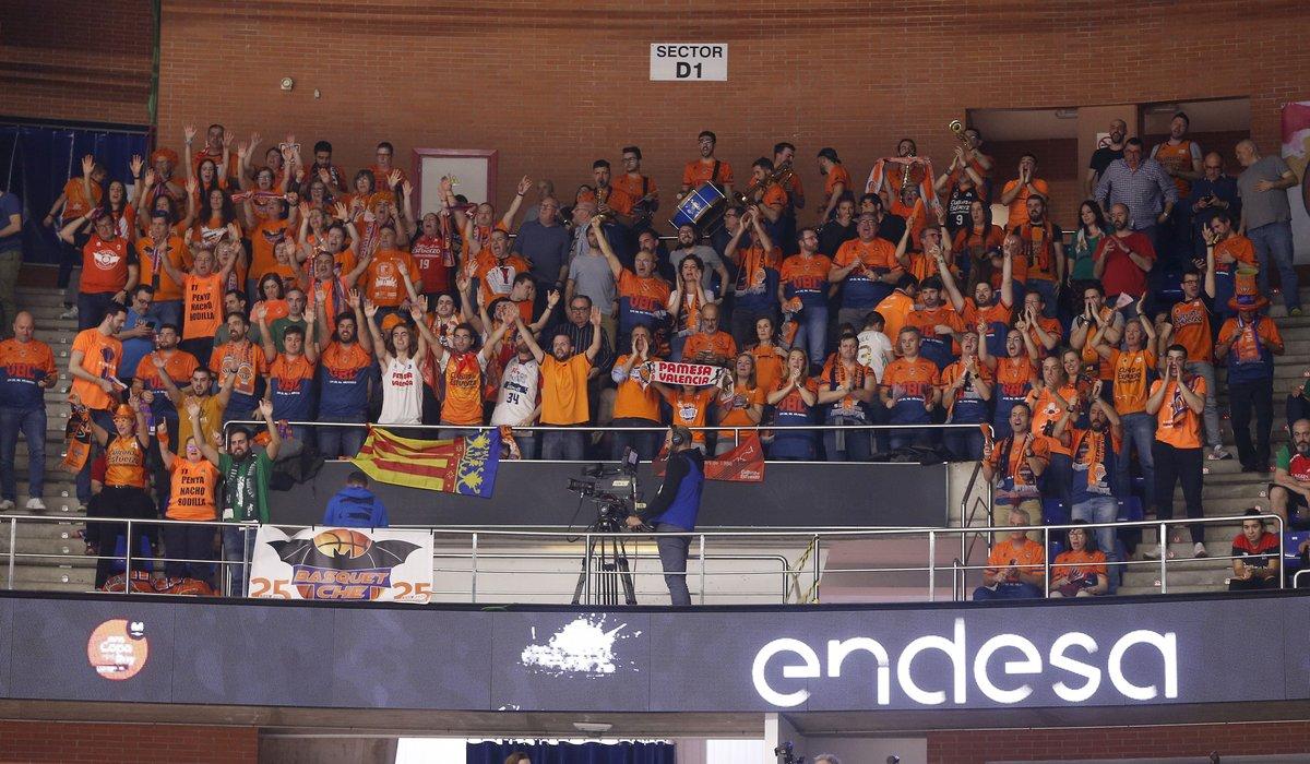 🧡🧡 ¡¡GRACIAS AFICIÓN!!  💪 Seguimos luchando juntos por los objetivos de esta temporada  CAS 👉 Valencia Basket agradece a la afición el apoyo durante la Copa del Rey Málaga 2020 http://bit.ly/39JOYr5  VAL 👉 http://bit.ly/323Pw8h  ENG 👉  http://bit.ly/2SwlhDU