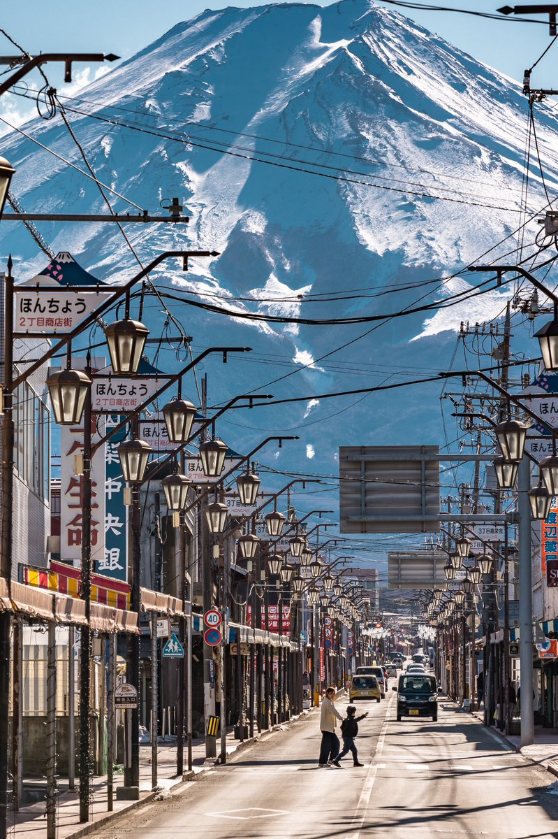 どでかい富士山が見える街。※縦写真なのでタップしてご覧下さい🙇♂️#東京カメラ部