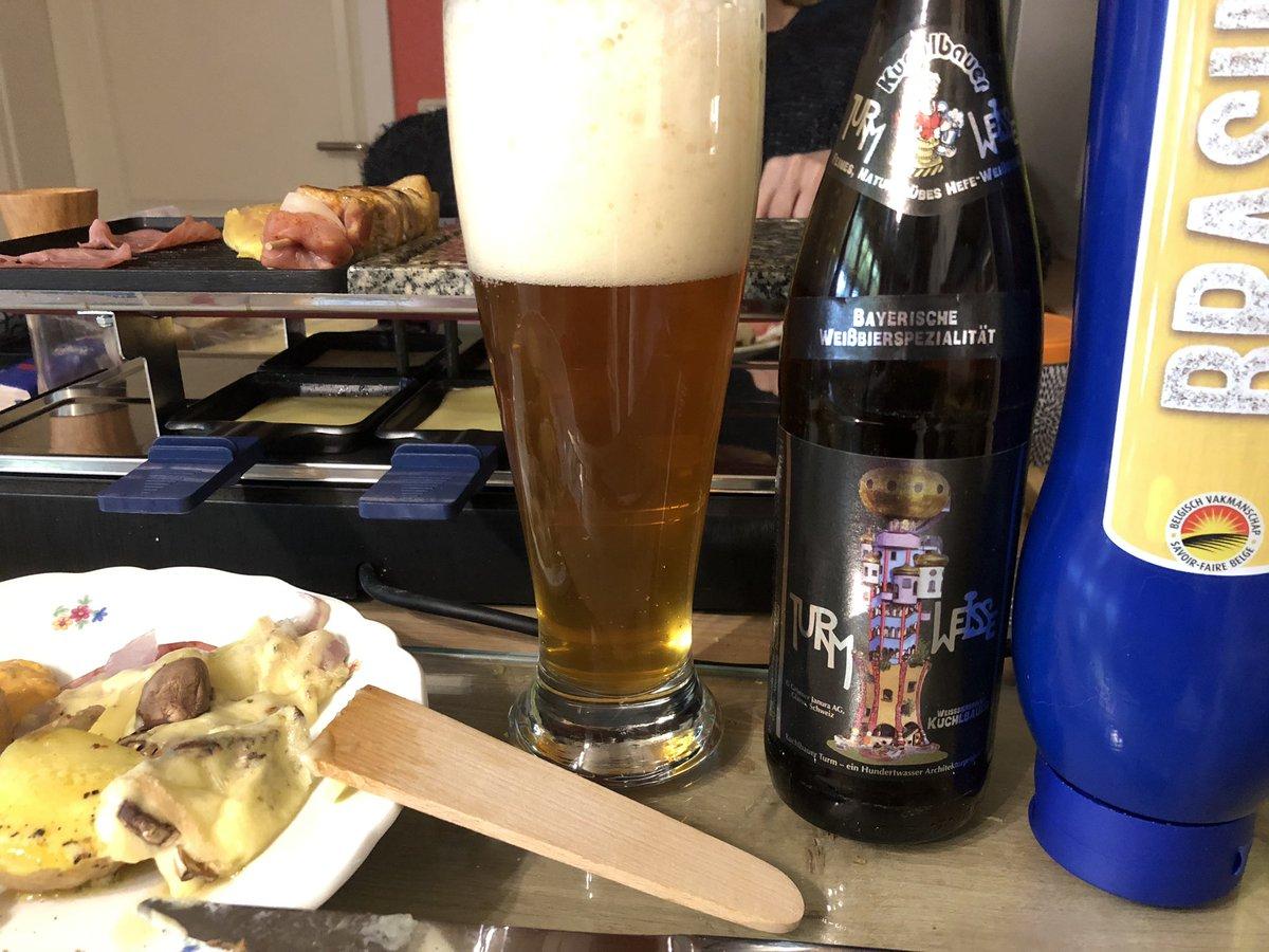 #Turmweisse vom #Weissbierbrauerkuchlbauer aus #Abensberg als #Raclettebier mit #Hundertwasser-Etikett &somit bietet die bayerische #Weissbierspezialität neben Geschmack auch Optik#weissbierbrauer #Kuchlbauerturm #biervielfalt #biergenuss #friedensreichhundertwasser #dinnerbeerpic.twitter.com/WKpdUGrDov