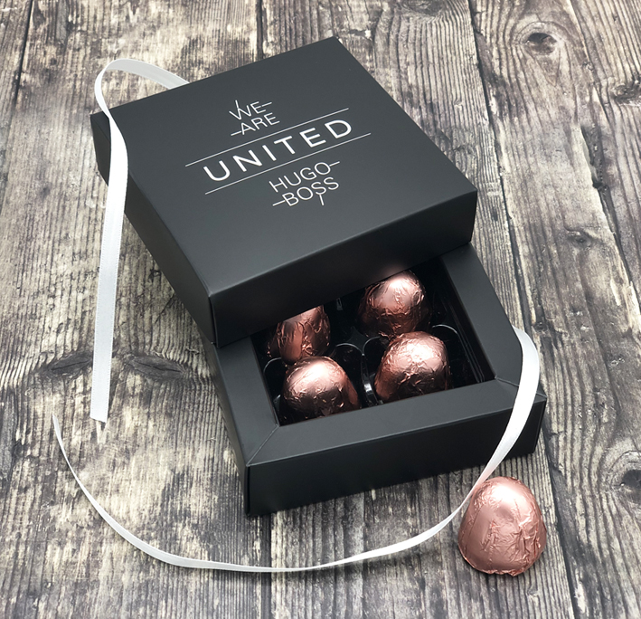 A Personalised, branded 4 chocolate box, where the customer has specifically chosen the chocolates themselves. Talk to our Corporate Chocolate team today. #personalisedchocolate #corporate #branded #marketing #promotional https://www.chocolatetradingco.com/personalised-chocolates/gallery…pic.twitter.com/N6X8gSPavc
