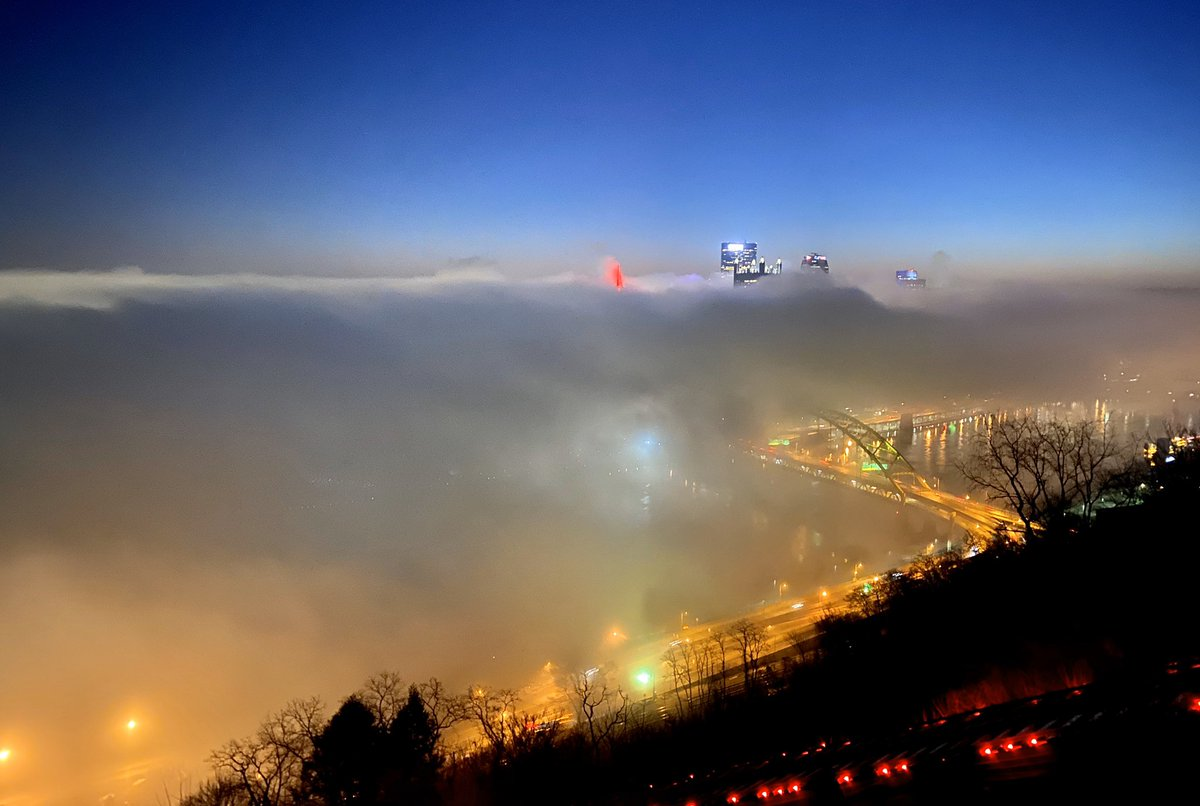 Some beautiful fog surrounding #Pittsburgh this morning. iPhone photo will do for now. pic.twitter.com/MHzR6SU1XJ
