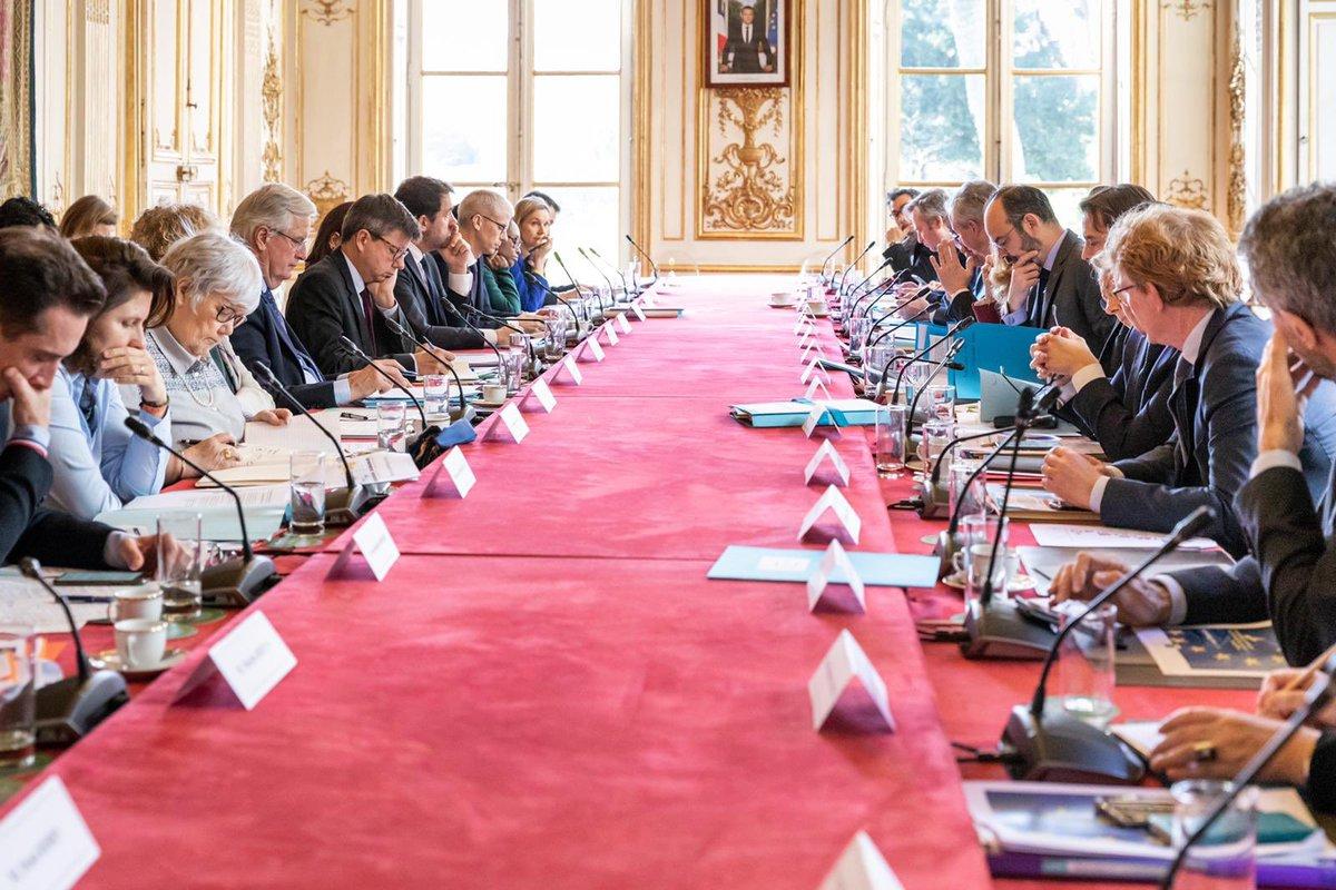 Réunion constructive et approfondie ce matin avec le @gouvernementFR @EPhilippePM sur les enjeux de la négociation avec le Royaume-Uni 🇬🇧🇪🇺 Nous nous préparons à négocier un partenariat ambitieux et durable qui prendra en compte les intérêts européens.