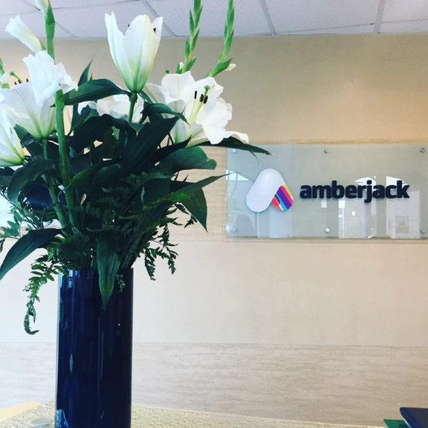 Beautiful flowers in our reception, delivered from a local supplier.   #newbury #freshflowers #brighten #localsupplier pic.twitter.com/rem80BkPmg