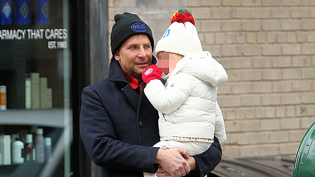 Bradley Cooper enjoyed an adorable outing with his daughter Lea! http://hollywood.li/Eljro6apic.twitter.com/lzmLLZlWOT