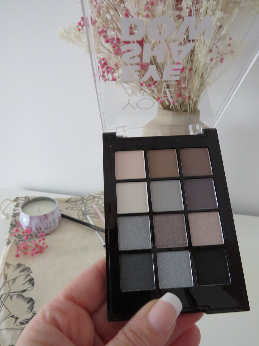 Viens découvrir ma nouvelle palette https://www.instagram.com/p/B8oyCM8i6X0/  #makeupaddict #makeup #beautyaddict #beautymatch #smokyeyes #regardcharbonneux  #fardapaupiere #vega #CrueltyFreepic.twitter.com/HimsQQLH6G