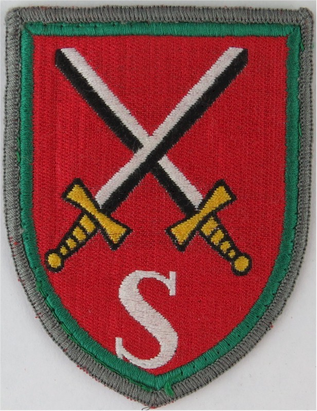 German Infantry School (Crossed Swords Over 'S') Green Edged Shield  Embroidered Military Formation arm badge  £6.00 https://www.kellybadges.co.uk/unit-arm-badges-formation-signs/32968-german-infantry-school-crossed-swords-over-s-green-edged-shield--embroidered-military-formation-arm-badge.html …pic.twitter.com/PeiF788HLc