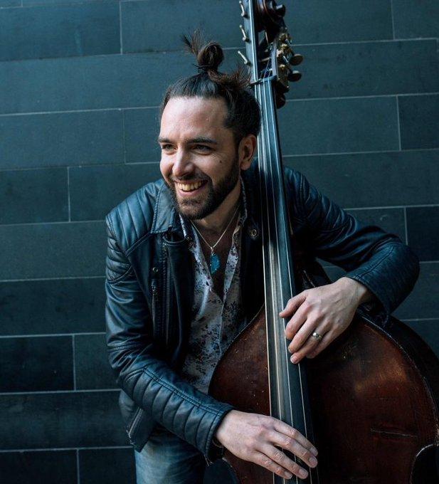 🎷El baixista Matt Ridley [@mattridleybass] amb el seu trio i el seu quartet ens acompanyen a la sessió d'avui del #ViaJazz  📻https://www.ccma.cat/catradio/catalunya-musica/…