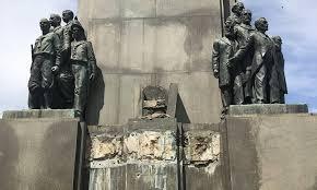 Estátua em bronze da mãe de Marechal Deodoro, de 400 kg, é furtada na Glória. Mobilizacão nas redes sociais tenta localizá-la antes que seja derretida https://bit.ly/37zkUgf  #Gloria #Estatua #riodejaneiro pic.twitter.com/cjuJsNNdMY