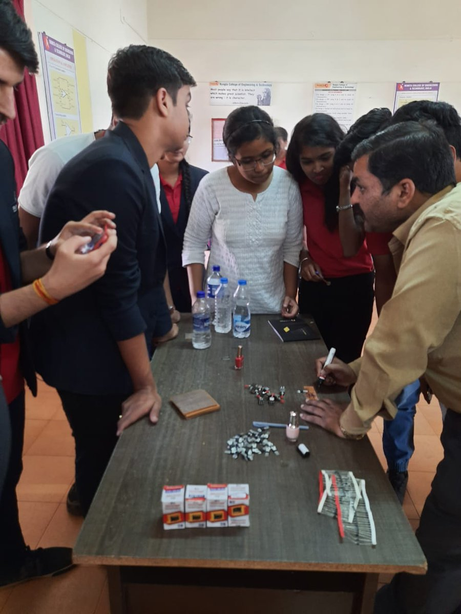 The Department of Electrical and Electronics Engineering organized a one-day workshop on PCB design in RCET, Bhilai. 90 students participated & designed electronic circuits. We'd like to thank the faculty members for their endless enthusiasm and support. #RungtaCollege #RungtaR1pic.twitter.com/LTiAatqhf6