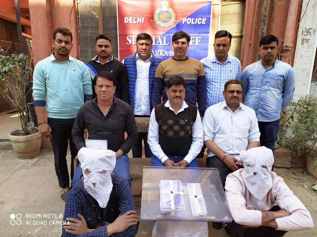 A blind #robbery solved by the Spl. staff of Dwarka Distt. with the arrest of 02 desperate criminals namely Rahul @ Ranga @ Dada, 27 yrs & Sagar, 23 yrs. Rahul is previously involved in 25 Crl. cases. Recovered a CMP, Knife & a stolen motorcycle.@LtGovDelhi@CPDelhi@DelhiPolice