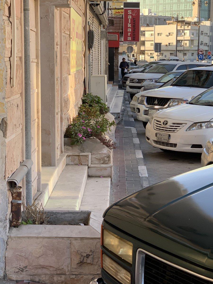 أمانة الشرقية مهملة إهمال تام الإنسان في مشاريع الأحياء .. تم ازالة رصيف المشاة تماما لأجل السيارات ..pic.twitter.com/djzz5dWoQl