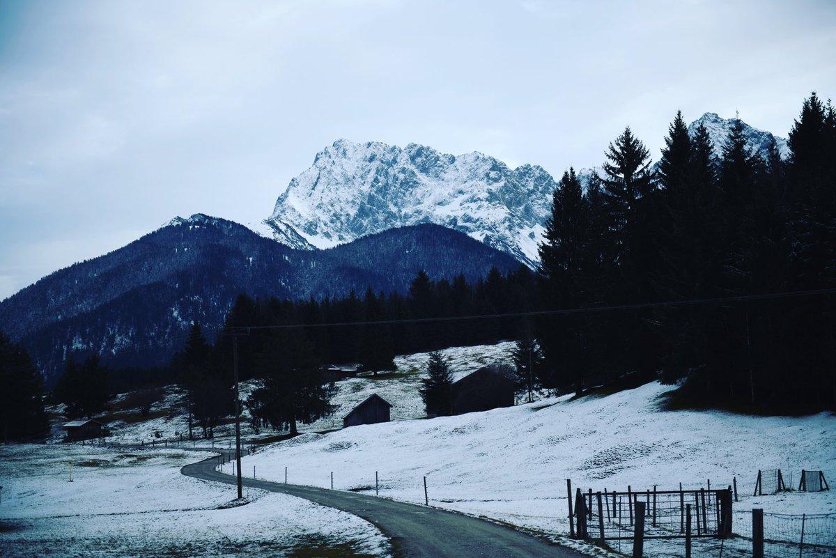 Winter Wonderland .. Snowy Days in Garmisch Partenkirchen  .. #Traveller #Garmisch #Partenkirchen #Bavaria #Germany #VisitBavaria #Bayern #bavarianalps #bavarian #bavariagermany #Snow #Winter #Winterwonderland #SnowinGermany #SnowinBavaria #bavariaroamers #shotoniphonepic.twitter.com/Q7rMOCPFfH