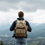 Según un estudio realizado por @Captify, los viajes en solitario son cada vez una #tendencia más al alza para la #GeneraciónZ, con inquietudes como la #cultura o el #turismosostenible, entre otras. #viajes https://t.co/fKnOCNtjRd