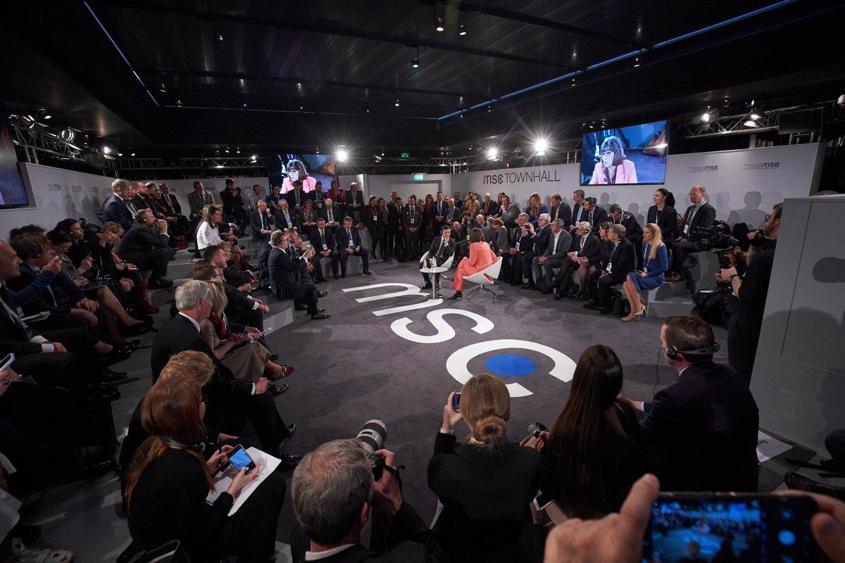 Результатом зустрічі «Нормандської четвірки» #N4 в Парижі стала домовленість про всеосяжне припинення вогню. За 2 місяці – понад 400 обстрілів українських позицій, десятки загиблих. Нам потрібен механізм припинення вогню не на словах, а в реальному житті @MunSecConf