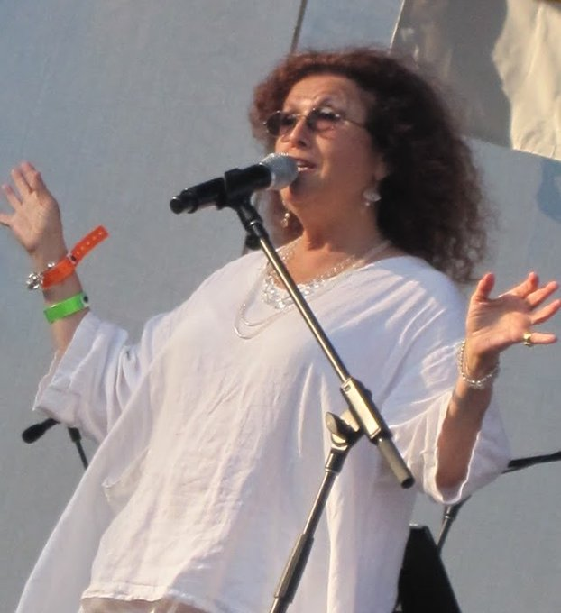 HaPpY BirThDaY!! to the smooth vocals and GRAMMY Winner of Melissa Manchester