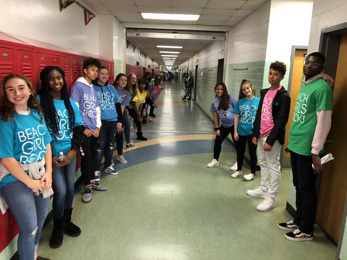 Big welcome from @BHSMarlins as students arrive for the final Beach Girls Rock! Of the school year. #WeAreVBSchools