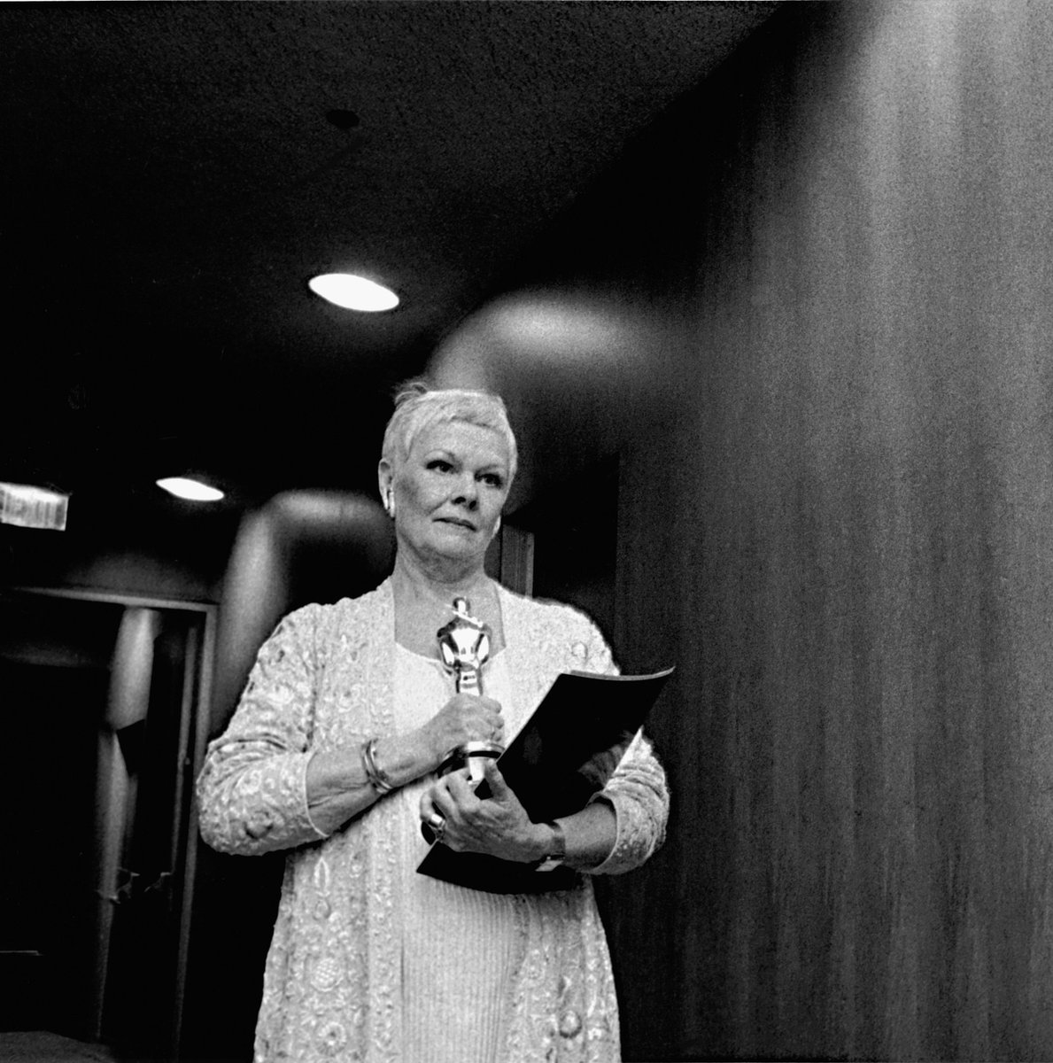 Day 1583 Academy Awards, 1999 Photographer: David Strick #JudDench #AcademyAwards #Oscarspic.twitter.com/E3ZeqcJ9O4