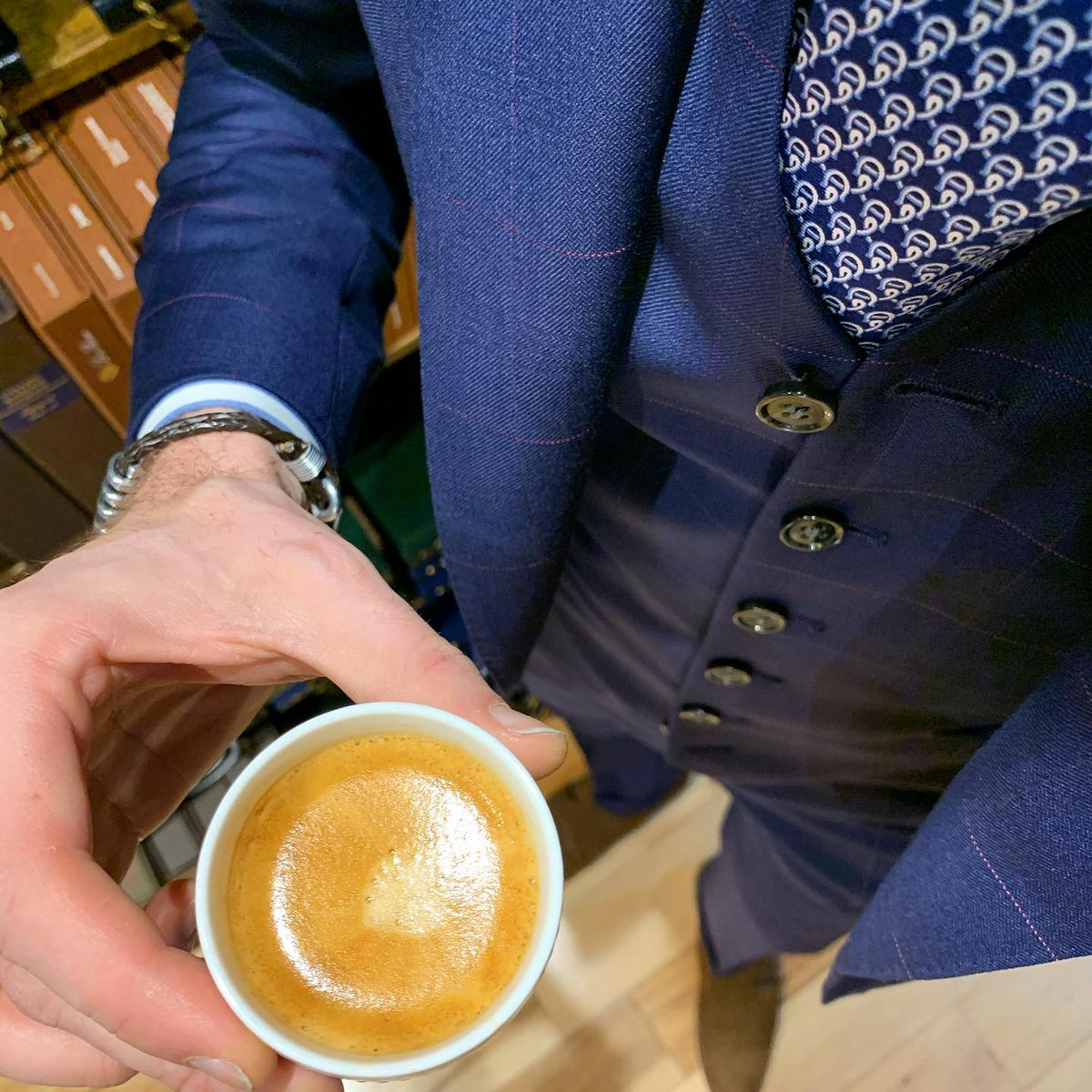 """""""Another day, another cup of coffee.""""#buongiorno #riseandshine #cafe #espresso #mensfashion #mensstyle #styleinspo #styleformen #fashionformen #fashion #suitstyle #altonlane #styleoftheday #mensweardaily #illy #pitti #scabal #customclothing #lovewhatyoudo #bespokepic.twitter.com/AMgZOP8U5o"""