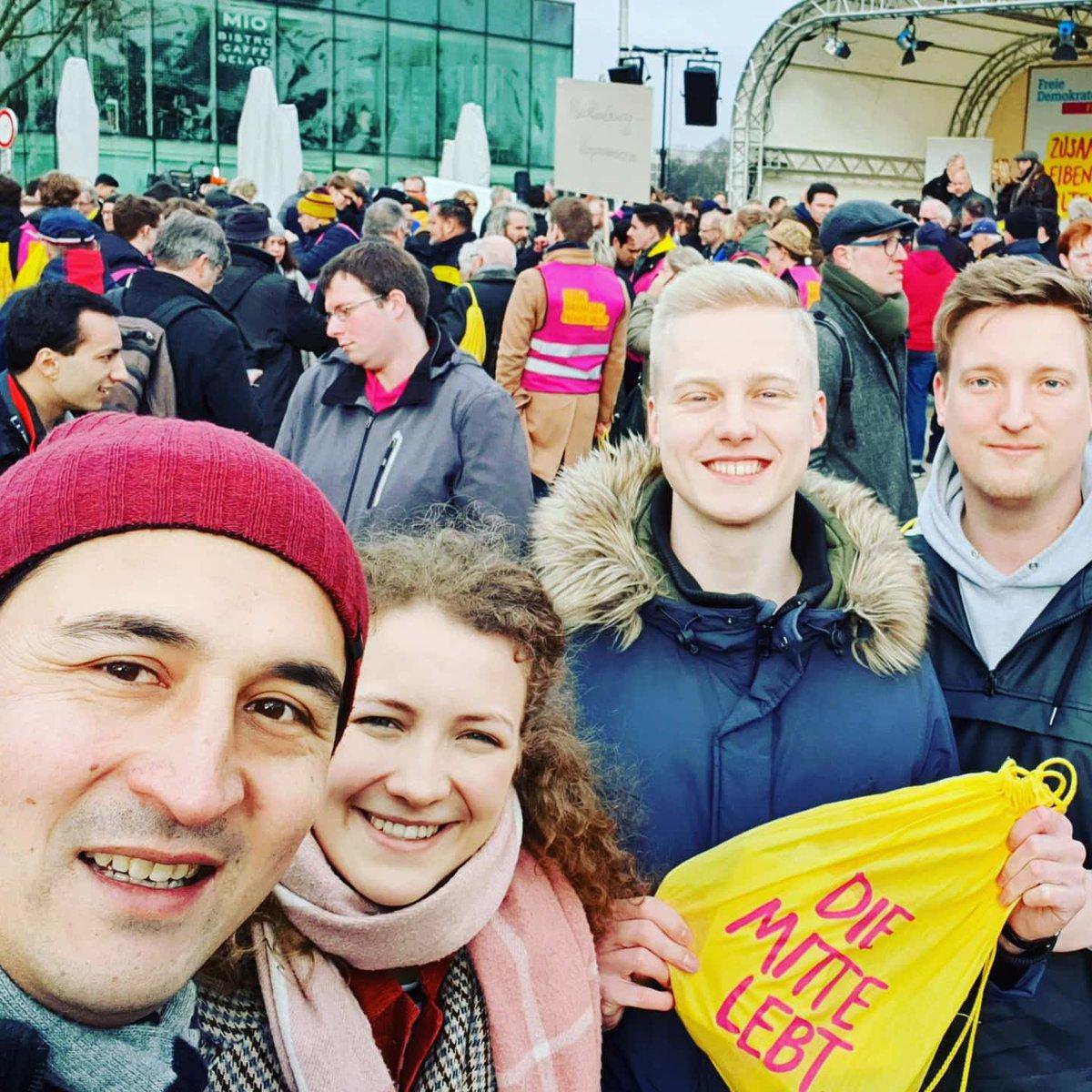 Sehr gut besuchte Kundgebung in Hamburg mit vielen großartigen Wahlkämpfern aus NRW und ganz Deutschland. Danke an @AnnaVTreuenfels für eine starke Rede. Die Mitte lebt!  #diemittelebt #FDP #freiedemokraten #hhwahlpic.twitter.com/H32nzDk0vc