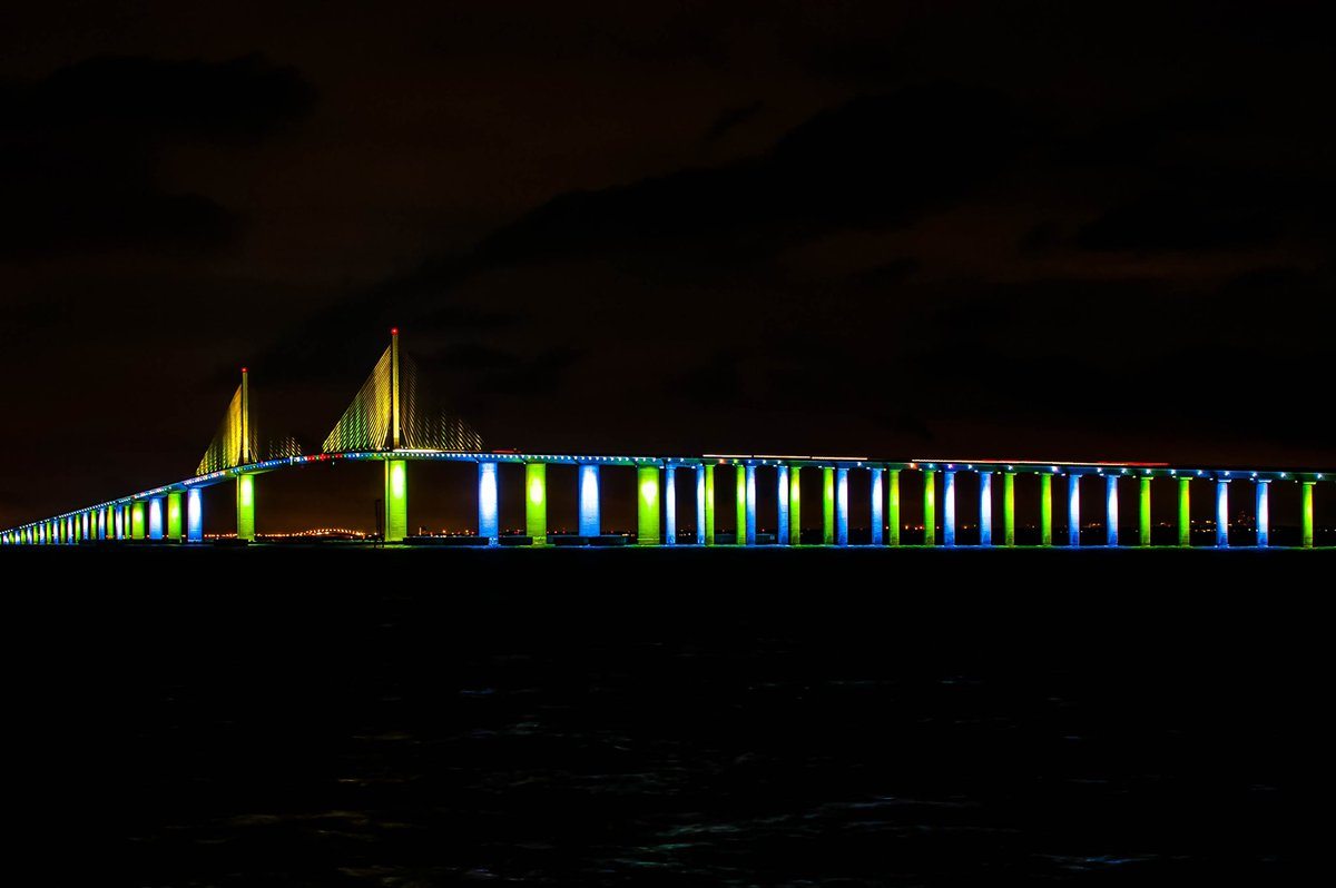 The Subshine Skyway Bridge was lit up in blue and green last nightfor #NationalDonorDay! Thank you to the staff at @BayCare - St. Joseph's Hospital, for spearheading this effort and making this a possibility. 💚💙 📷: Alicia Manautou