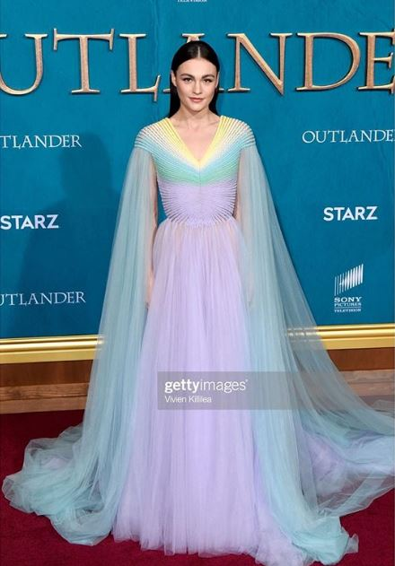 So of course @SkeltonSophie was stunning at the #Outlander S5 premiere, but her lovely pastel dress kept reminding me of something. Finally came to me today.  MOON MIST  IT'S A MOON MIST DRESS  AMAZING  💙💚💜💛   📸