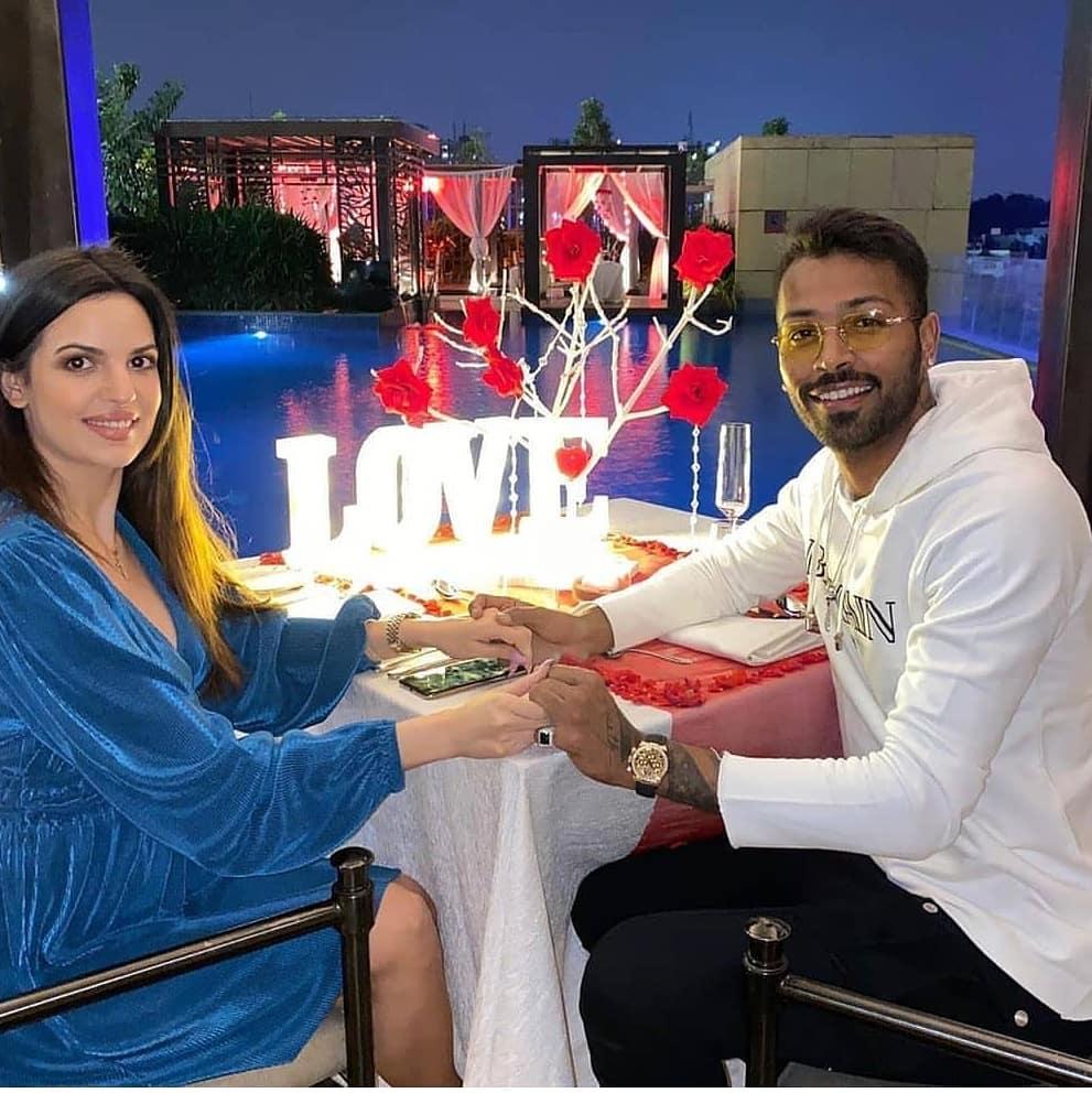 @hardikpandya7 and @Natasa_Official goes for a Valentine's Date last night. #hardikpandya #natasastankovic #valentines #valentinesday2020 #valentinesday #happyvalentinesday #datenight #ValentinesNight #DatingTwitter #indiancricket #proposal #ProposeDay #bridetobe #couplegoalspic.twitter.com/76hKjLKncw