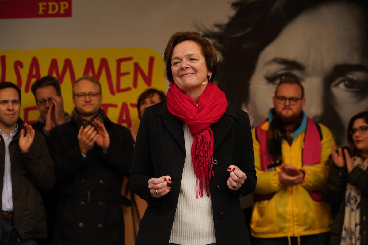 #Aktionstag von uns @freiedemokraten in #Hamburg, mit #Unterstützung aus dem gesamten Bundesgebiet! Voll #motiviert! 1000 Dank, dass Ihr alle gekommen seid! Wir #Liberale halten zusammen! #fdp #diemittelebtpic.twitter.com/WPlROFSCk0