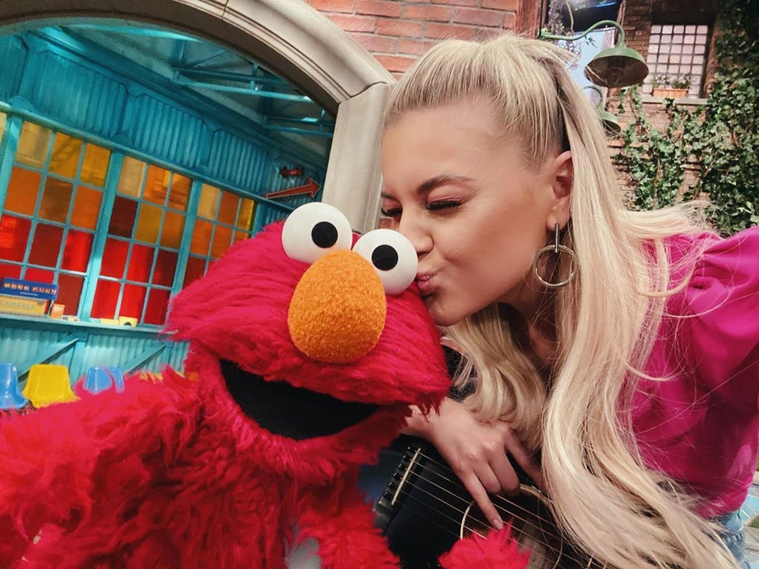 spent the first half of Valentine's Day filming with my new friends from @sesamestreet ❤️💗