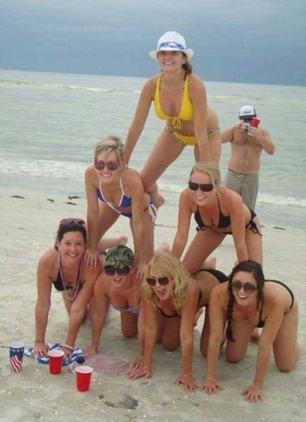 #BestWay2BreakUpAfterVDay  Tell Her To Form A Human Pyramid With Her Girlfriends On The Beach....