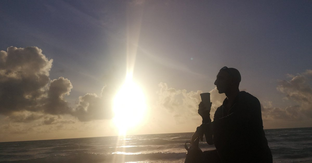 Ultimate blending of my love for coffee and sunrises.  #coffee #stayfit#beatstress #calmness #peace  #sunrise #travelphotography #exercise #usa #shades  #travelphotography #miami #travel #florida  #stayfit  #summer  #beachvolleyball #vitamind #summerinwinterpic.twitter.com/yreIrqCyw7