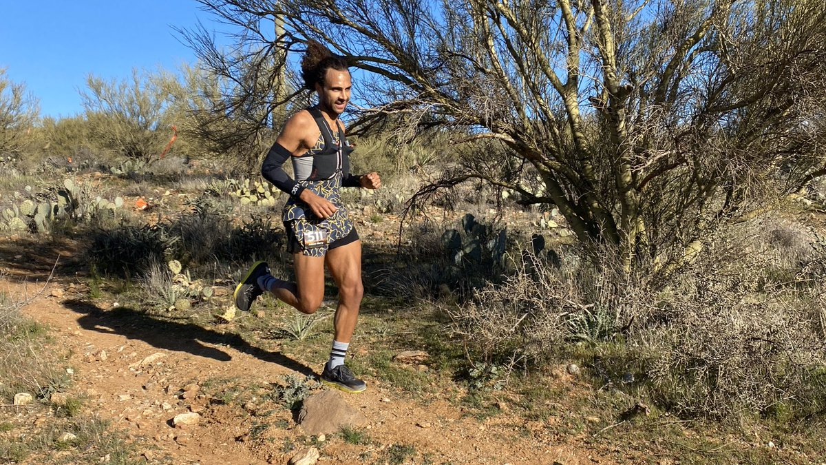 Adam Merry comes into Bumble Bee (mile 19) in second overall just a few minutes behind Hayden. #blackcanyon100k