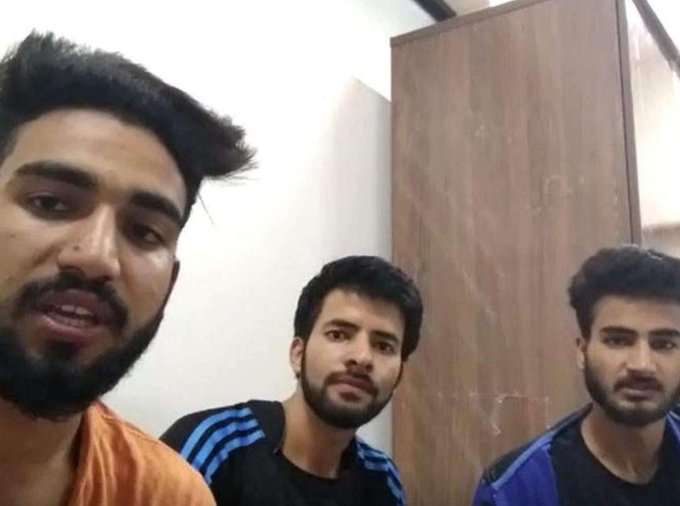 3 Engineering students from #Kashmir arrested by Karnataka police on the charges of raising pro azadi slogans on social media. They are being held under sedition, laptops+phones confiscated. The boys have been identified as Aamir Mohiuddin Wani, Basit Asif Sofi, Talib Majeed.