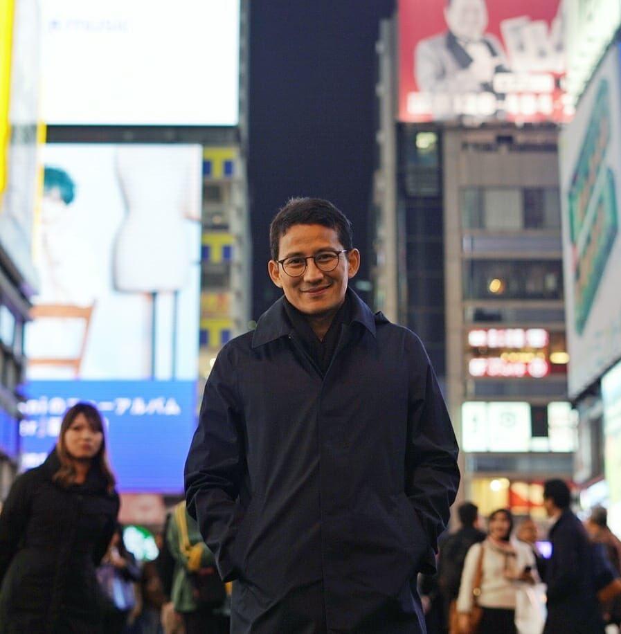 Malam minggu di Dotonbori Street. Kawasan ini merupakan salah satu destinasi wisata yg ada di Osaka. Letaknya berdekatan dgn pusat perbelanjaan, juga dapat banyak kita temukan jajanan khas lokal. Terlihat bagaimana ekonomi bergerak, peluang usaha & lapangan kerja tercipta. Keren!