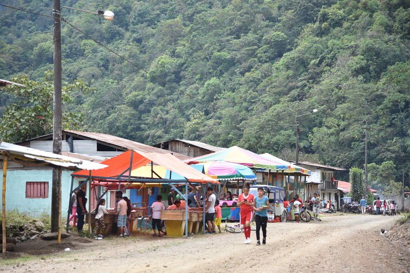 In San Antonio, #Peru, locals sell drinks, snacks, and artisanal goods to tourists visiting the Gallito de Las Rocas waterfall.   As our partnership with SA develops, their economy will grow, along with their opportunity to save their land. #Rainforest #AmazonRainforest <br>http://pic.twitter.com/ciW0F3kRNV