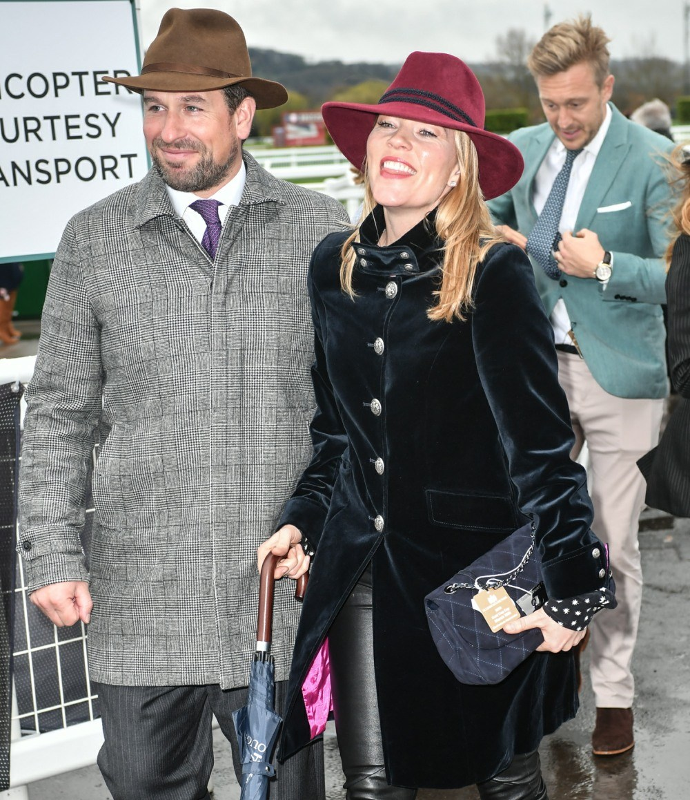 VF: Peter & Autumn Phillips have 'no plans for a quickie divorce' http://www.gossipdepartment.com/?p=21623 pic.twitter.com/aeyYseu9uH