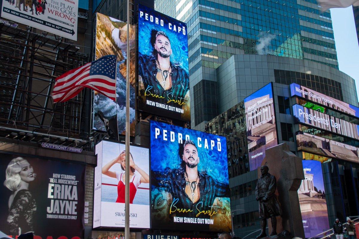 Llego la #BuenaSuerte a Times Square! ❤🗽 Eternamente agradecido por todo el apoyo! Tamo' rompiendo siempre. Gracias Familia. https://smarturl.it/PedroCapoBuenaSuerte/youtube…