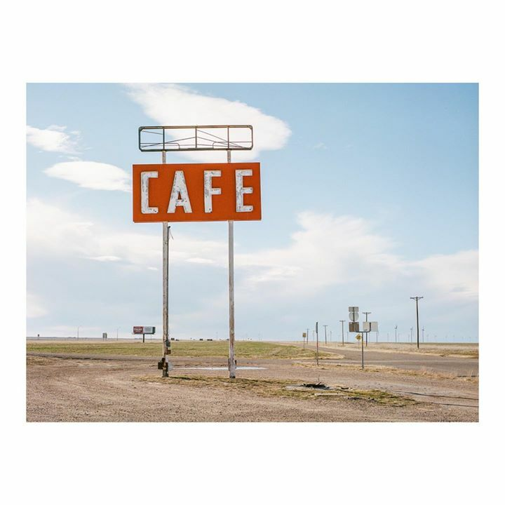 Route 66, Texas, 2020 . .  #madewithkodak #portra400 #120film #pentax645 #believeinfilm #filmisnotdead  #filmshooterscollective #filmphotographic #analog #somewheremagazine #rentalmagazine #filmpht #newtopographics #subjectivelyobjective #staybrokeshootf… http://bit.ly/2d3kQdzpic.twitter.com/WwFEywZ4MB
