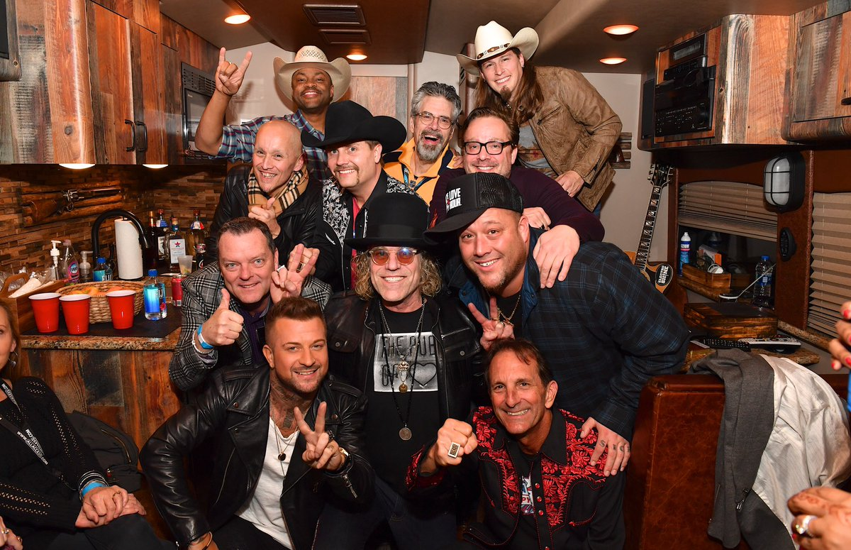 We got a party up in here! #tour2020 #bigandrich