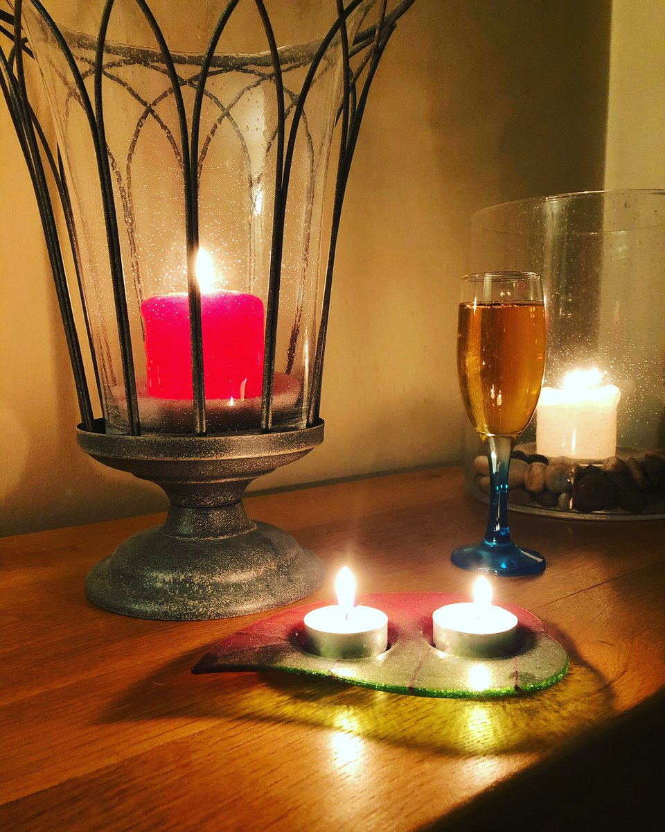 With storm Dennis creating a miserable world outside I think a combo of music, candles and Prosecco with black cherry mead will make for a perfect way to survive a stormy night. #stormdennis #stormynight #prosecco #blackcherry #mead  #partylite #candles #happinessisachoice pic.twitter.com/paeY3w8CsU