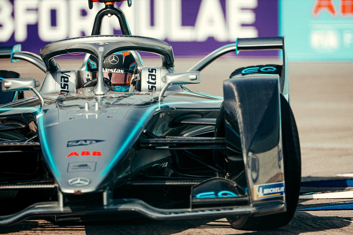 .@nyckdevries takes P3 on the grid for the #MexicoCityEPrix! @svandoorne will be lining up from P10. An exciting race in prospect later that day… 👊   #wedrivethecity #ABBFormulaE #drivenbyEQ