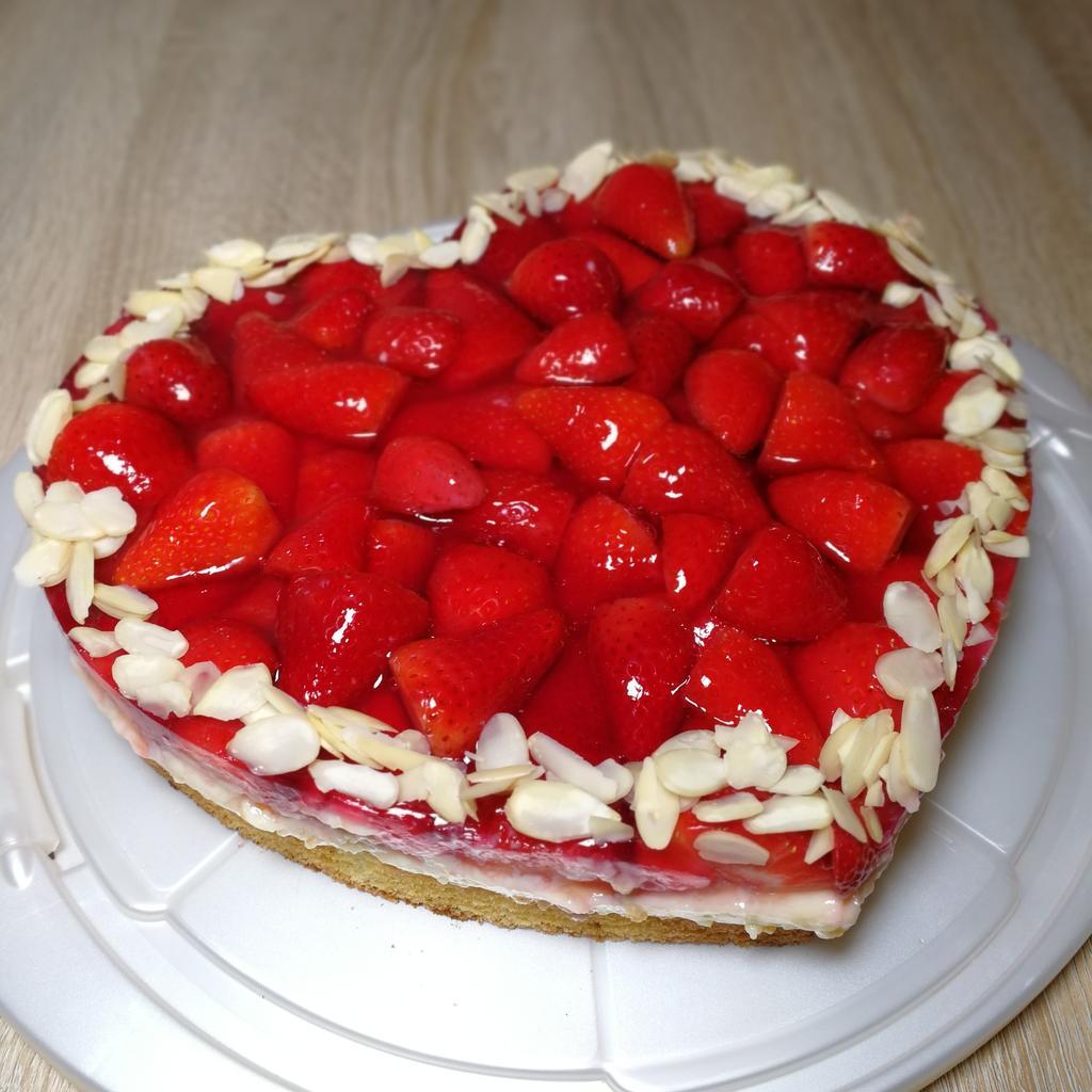 Weil Erdbeeren und Vanille ein Traumpaar sind...Erdbeerkuchen mit Vanillepudding: https://youtu.be/Sq5qf-RvsNU #valentinstag2020 #erdbeerherzpic.twitter.com/xvGpC04toi