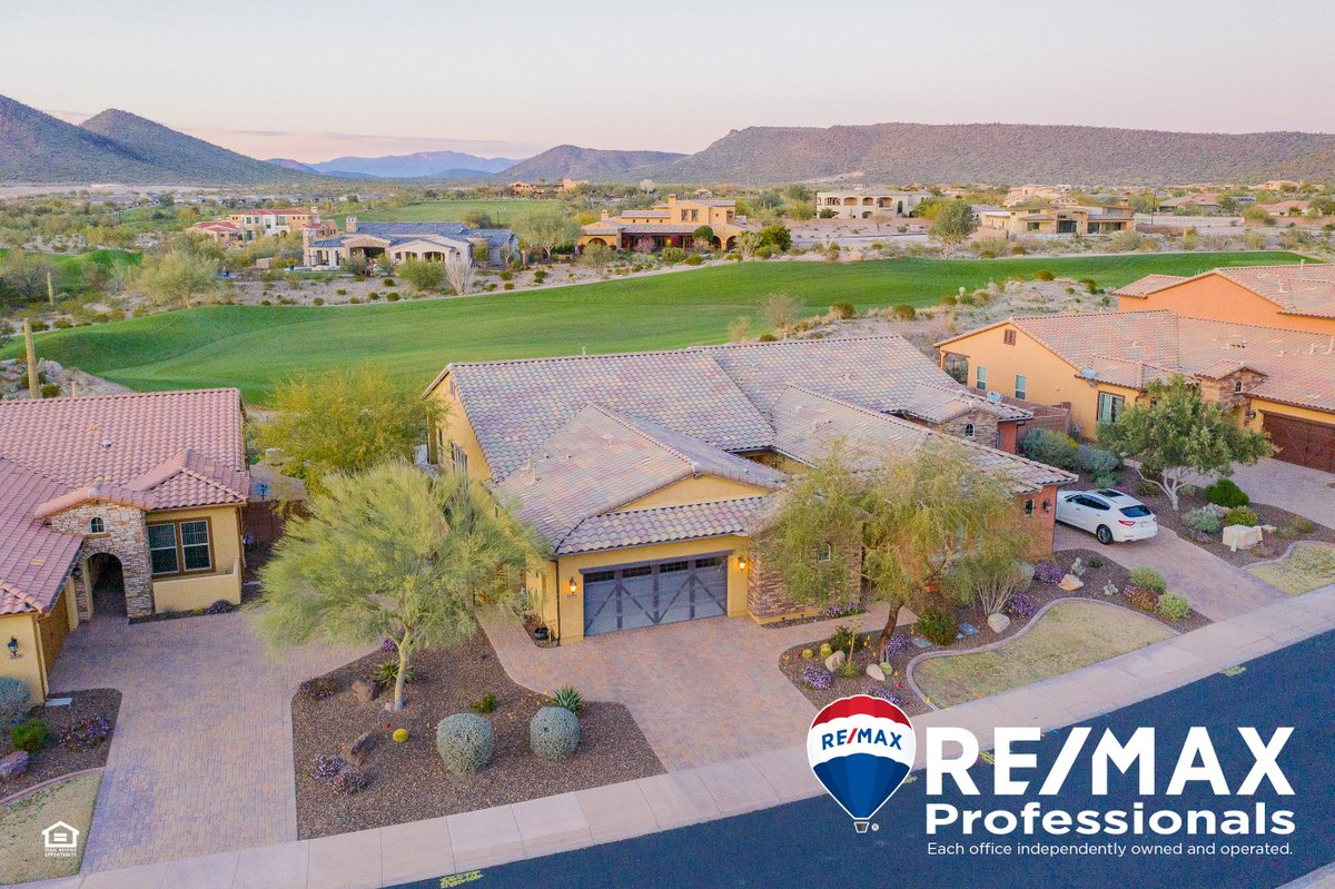 This charming townhome in Blackstone Country Club will be open to view tomorrow from 11am-3pm. #upperwestside #remaxhustle #nateshomes #blackstone #countryclub #azliving #openhousepic.twitter.com/vmbmAElCjI