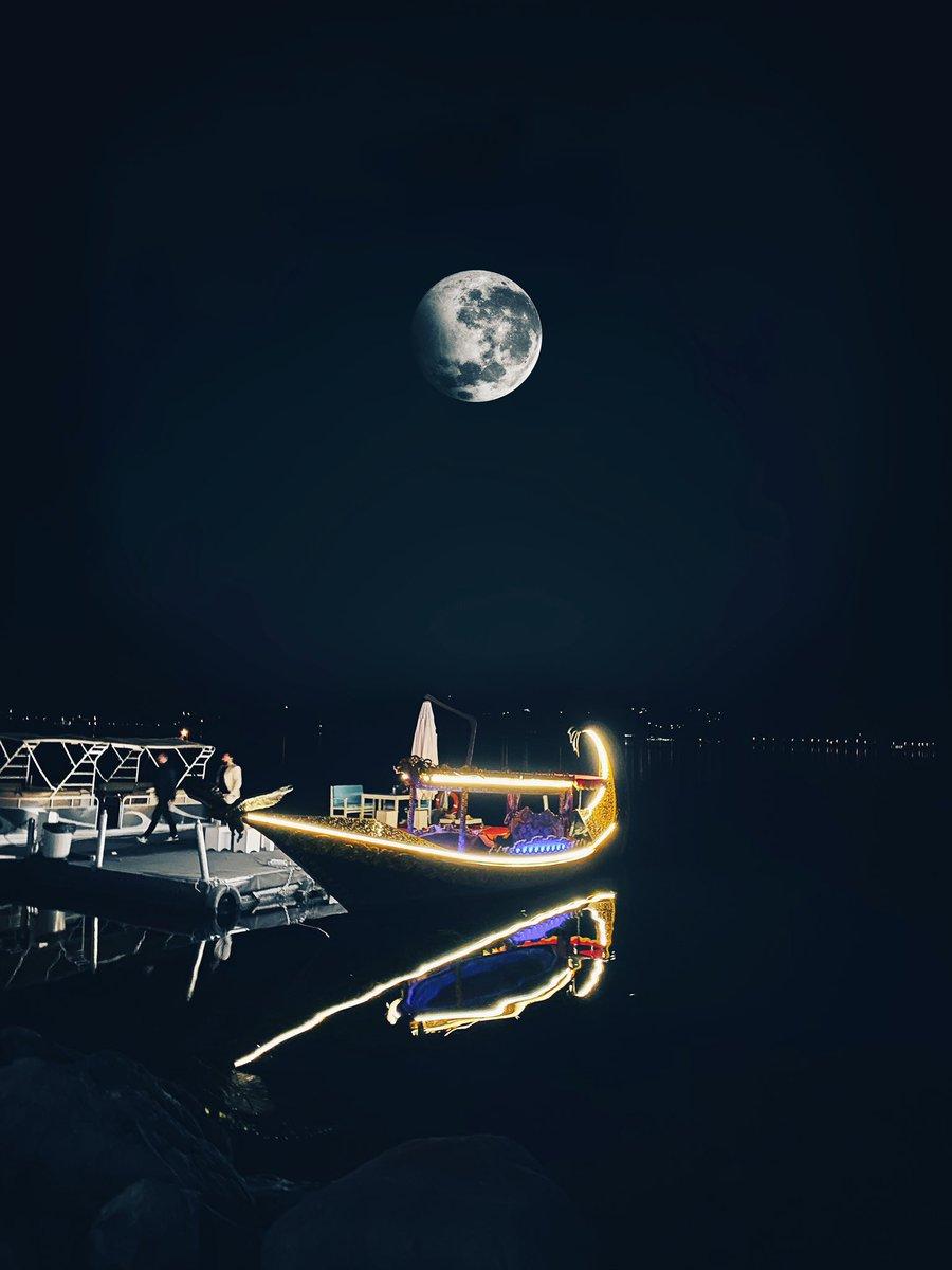 If the moon was closer ..!  #Turkey pic.twitter.com/JEDRcNcJiG