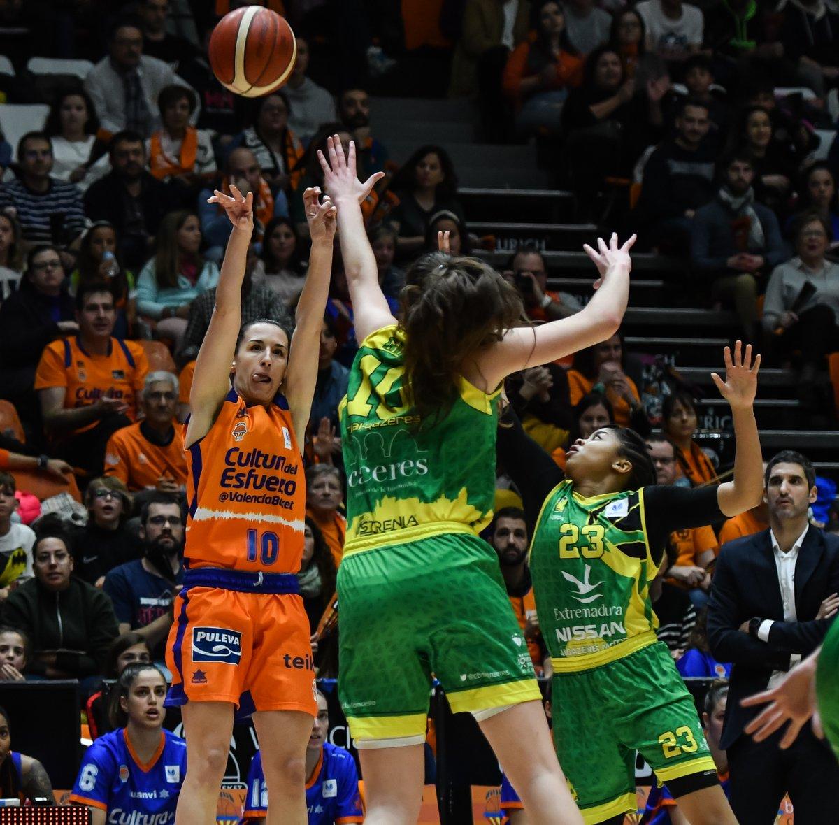 📝 La crónica de la gran victoria de hoy en la Fonteta  @valenciabasket 66 🆚 @CBALQAZERES 48 🏆 J20 #LFEndesa  Castellano http://bit.ly/2OVE0Xu  Valencià http://bit.ly/2HtArUk  English http://bit.ly/37zuorD  📸 Isaac Ferrera