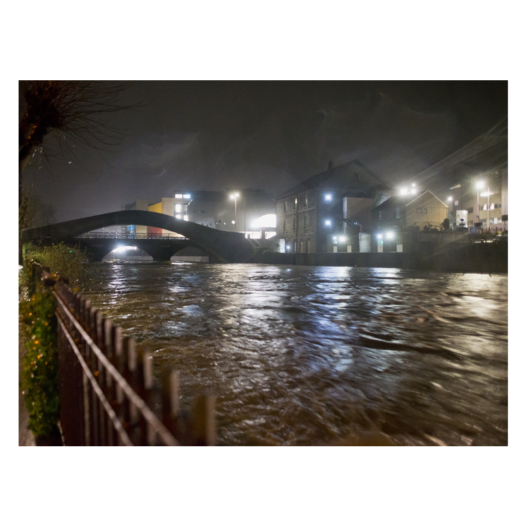 A LOT of water is heading through Ponty towards Cardiff. Never seen the Taff like this in 5 years. Speed of the water is incredible. <br>http://pic.twitter.com/anrhf4GB4z