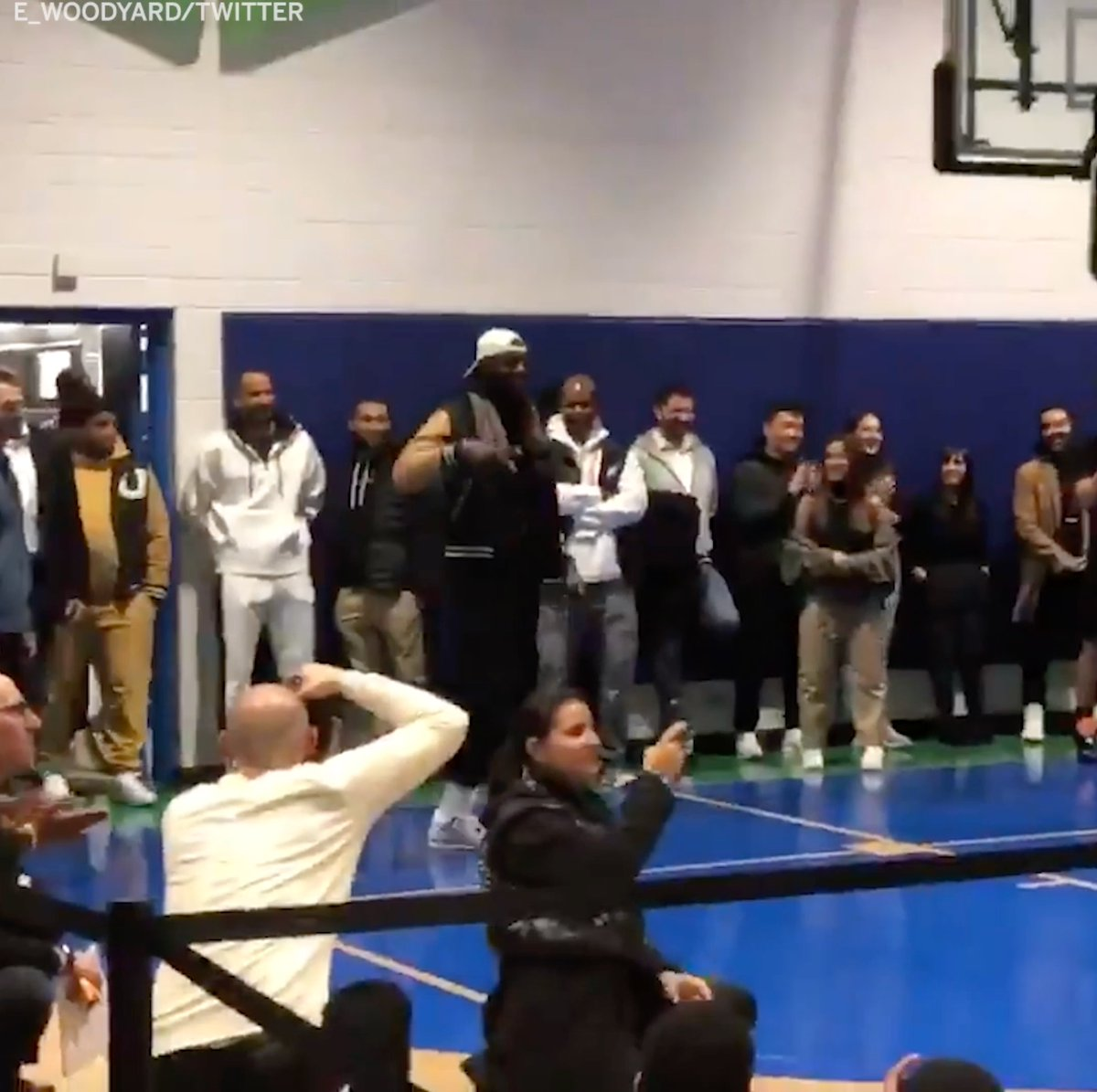 Bron loves the kids!   @AntDavis23 surprised the kids at Chicago's Dr. Martin Luther King, Jr. Boys & Girls Club by bringing out @KingJames 👏  (via @E_Woodyard)